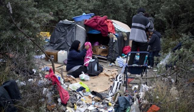 """CALAIS: Famille afghane dans une nouvelle 'jungle"""""""
