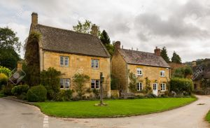 22891999-Village-green-in-Stanton-in-Cotswold-or-Cotswolds-district-of-southern-England-in-the-autumn--Stock-Photo
