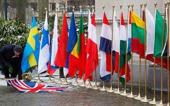 flags_3315445b.jpg